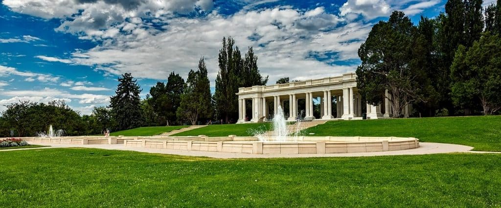 the fountain and lawn of Cheesman park in Denver, CO